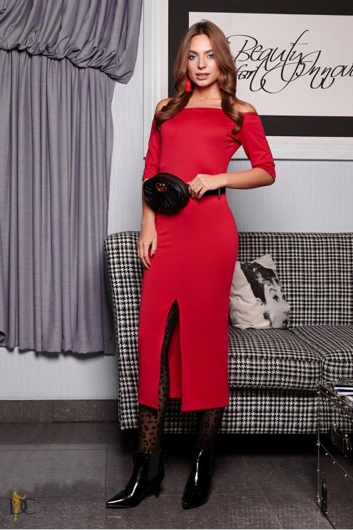 ee967d3dfa32610 Силуэтное платье с открытыми плечами и разрезом: купить оптом в ...