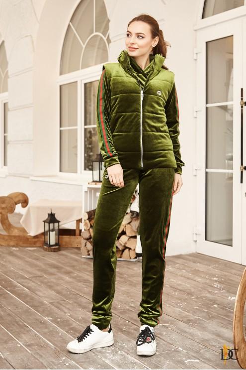 fded0a82 ... Велюровые; Теплый спортивный костюм-тройка из велюра. Предыдущий  Следующий. Нажмите, чтобы посмотреть СУПЕРФОТО